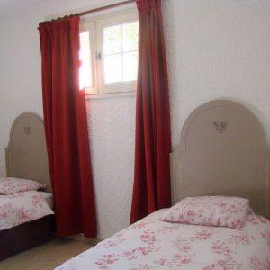 1 chambre avec 2 lits simples